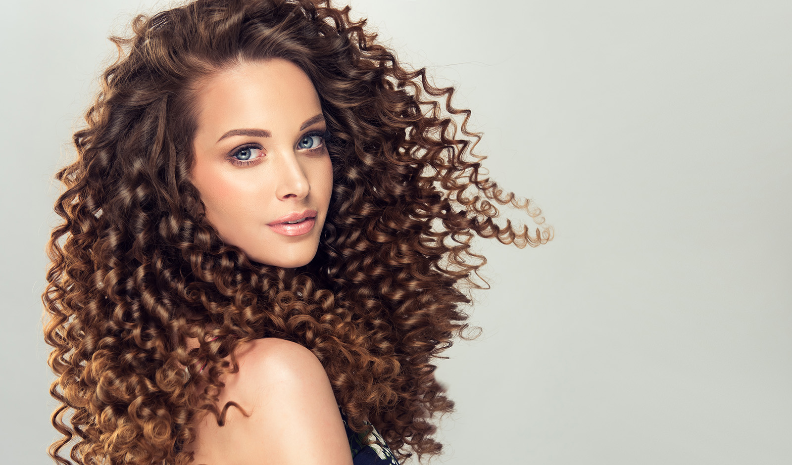 ways-to-tame-static-and-fly-away-hair-girl-with-great-hair
