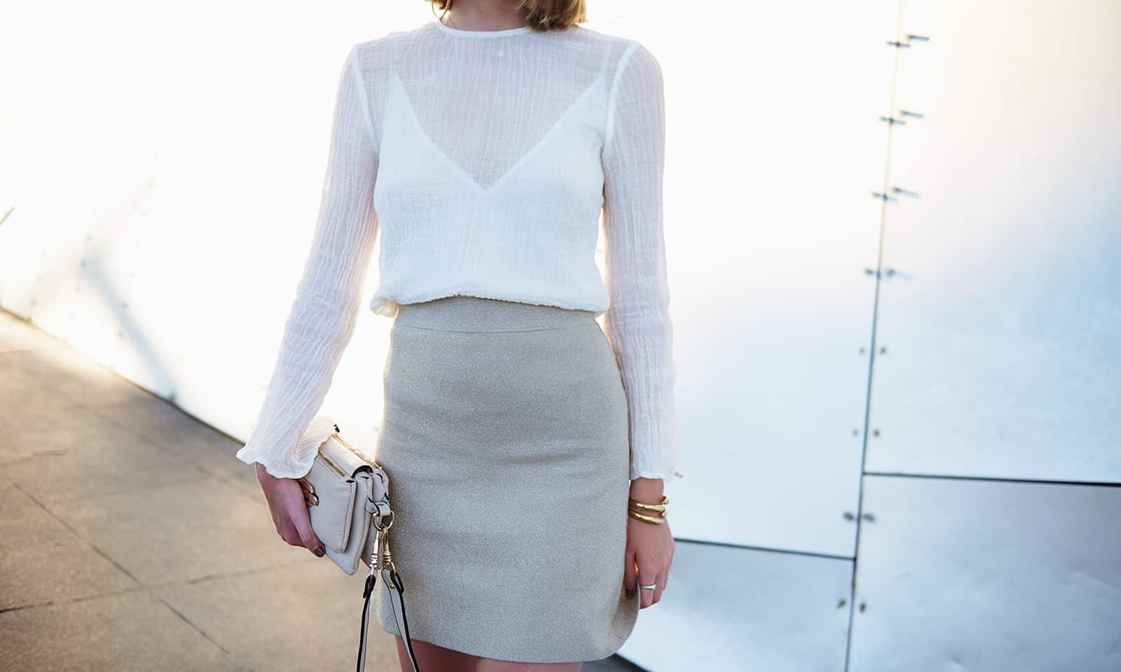 essential-items-to-wear-to-work-to-look-stylish-main-image-woman-in-minimalistic-yet-fashionable-office-attire