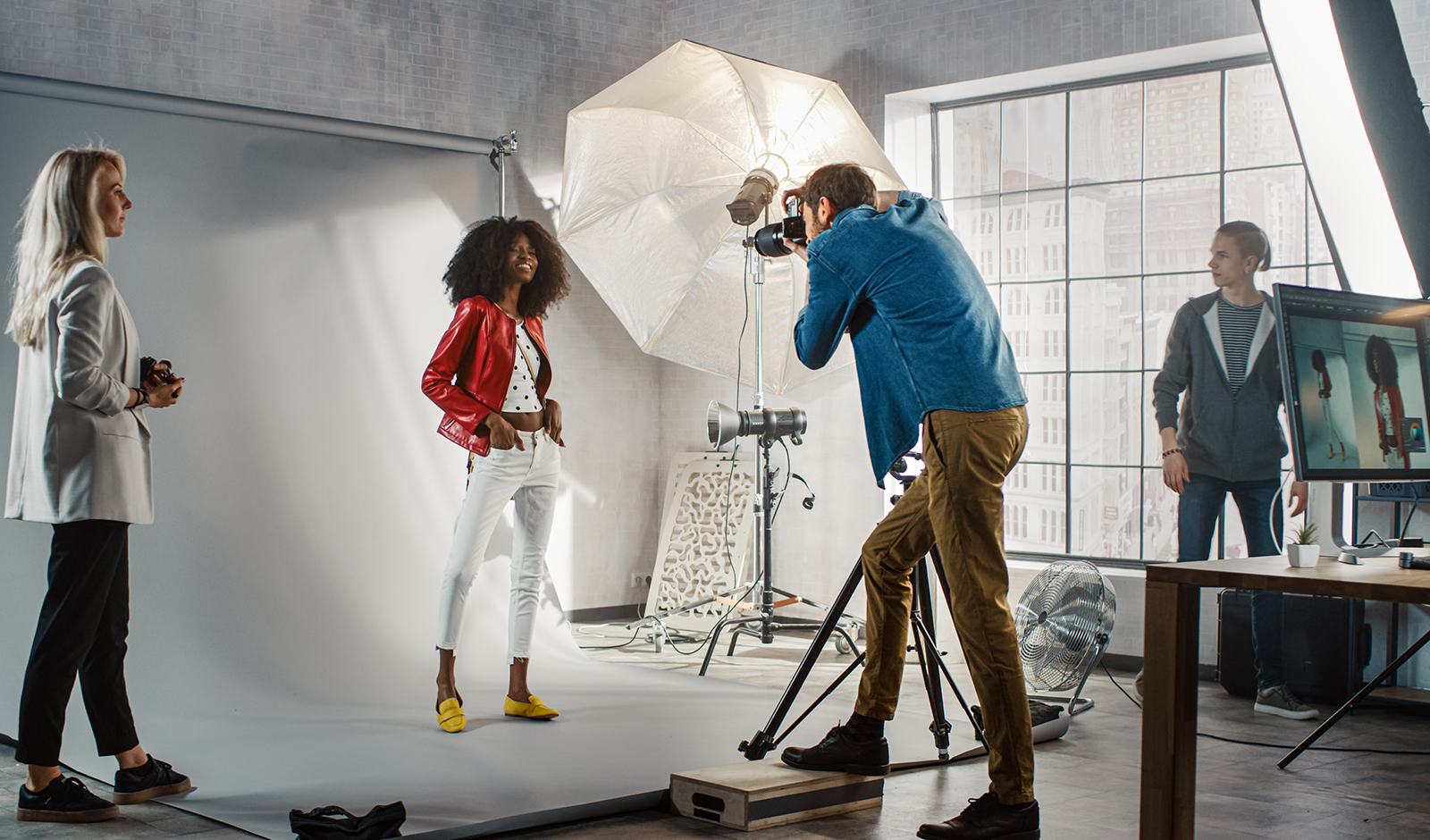 types-of-professional-photo-shoots-photo-team-taking-a-modeling-shot