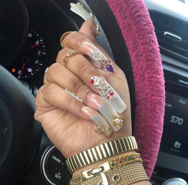 90s nails are blowing up on instagram 4