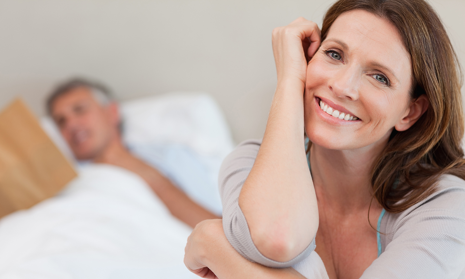 advantages-of-being-in-a-relationship-with-an-older-woman-mature-woman-smiling