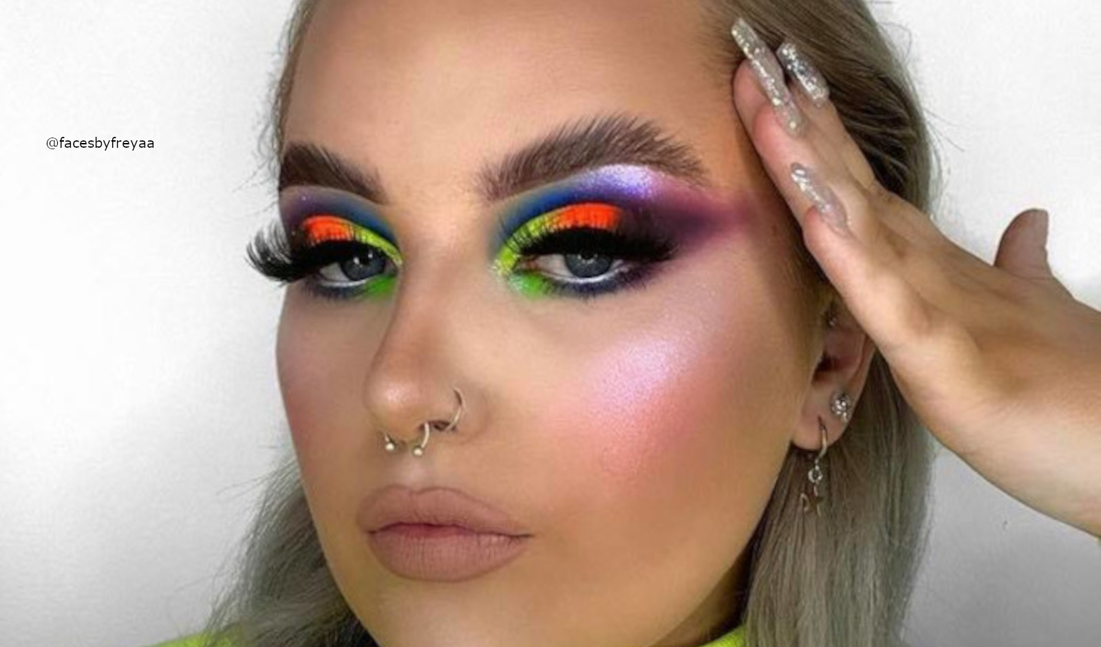 How To Turn Yourself Into A Bombshell With Neon Makeup