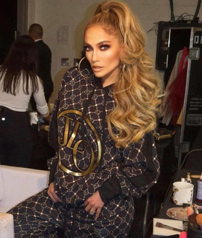 sexy curly hairstyles by j lo to bring out your bombshell 5