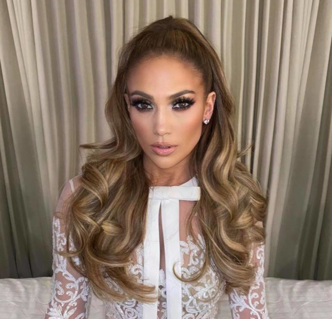 sexy curly hairstyles by j lo to bring out your bombshell 7
