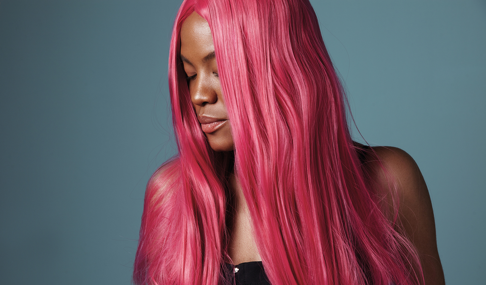ultimate-guide-to-wigs-past-and-present-beautiful-girl-in-pink-wig