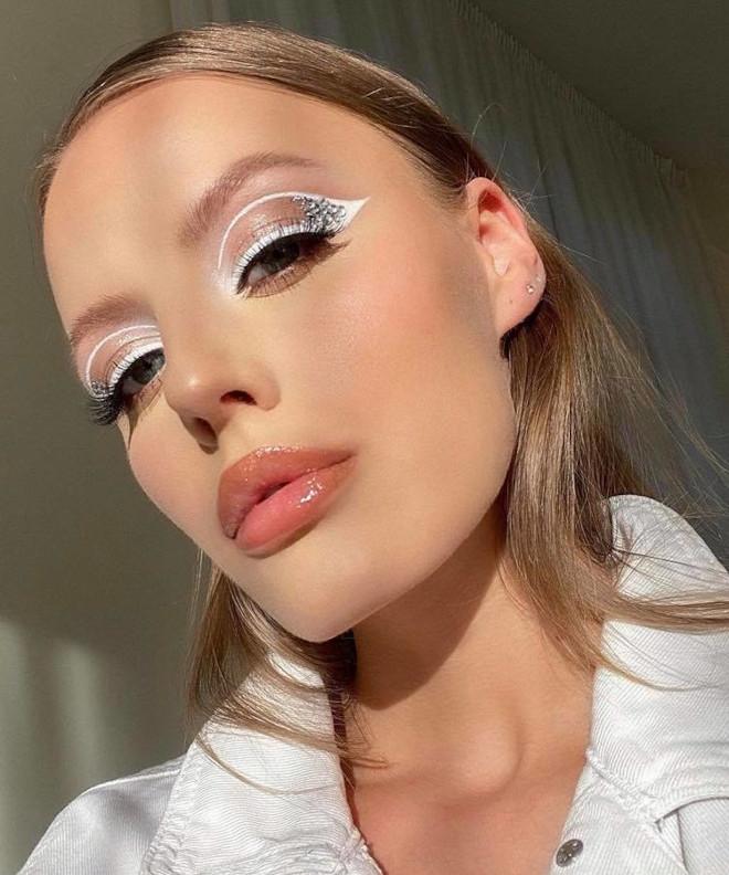 white eyeliner 7
