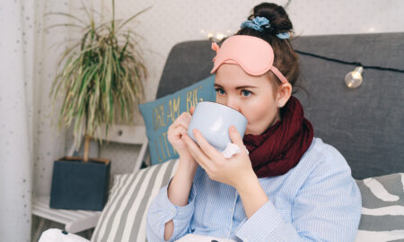 ease-your-sore-throat-with-these-remedies-sick-woman-drinking-tea