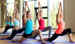 how-to-encourage-a-workout-group-doing-yoga-main-image