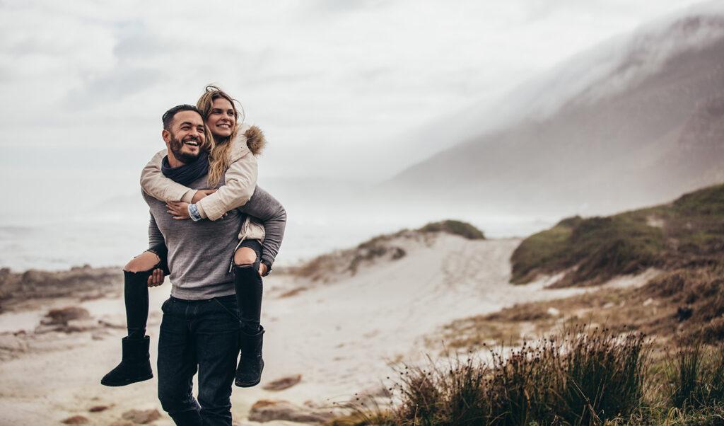 mens-guide-on-how-to-wear-knitwear-men-and-women-in-sweater-in-beach