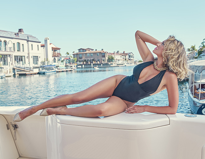 amber-nichole-miller-Shawn-Ferjanic-photoshoot-model-laying-on-boat-in-water-image-3