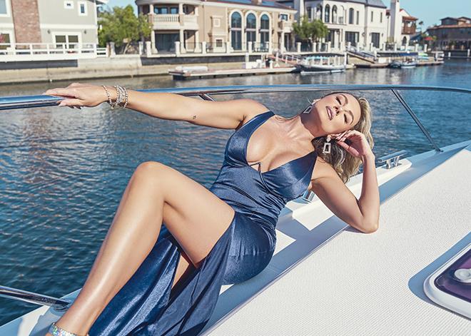 amber-nichole-miller-Shawn-Ferjanic-photoshoot-model-leaning-against-boat-in-blue-dress-image-6