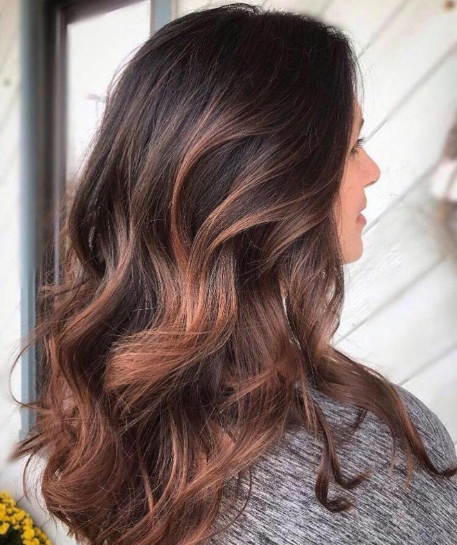 dirty brunette hair color trend for fall