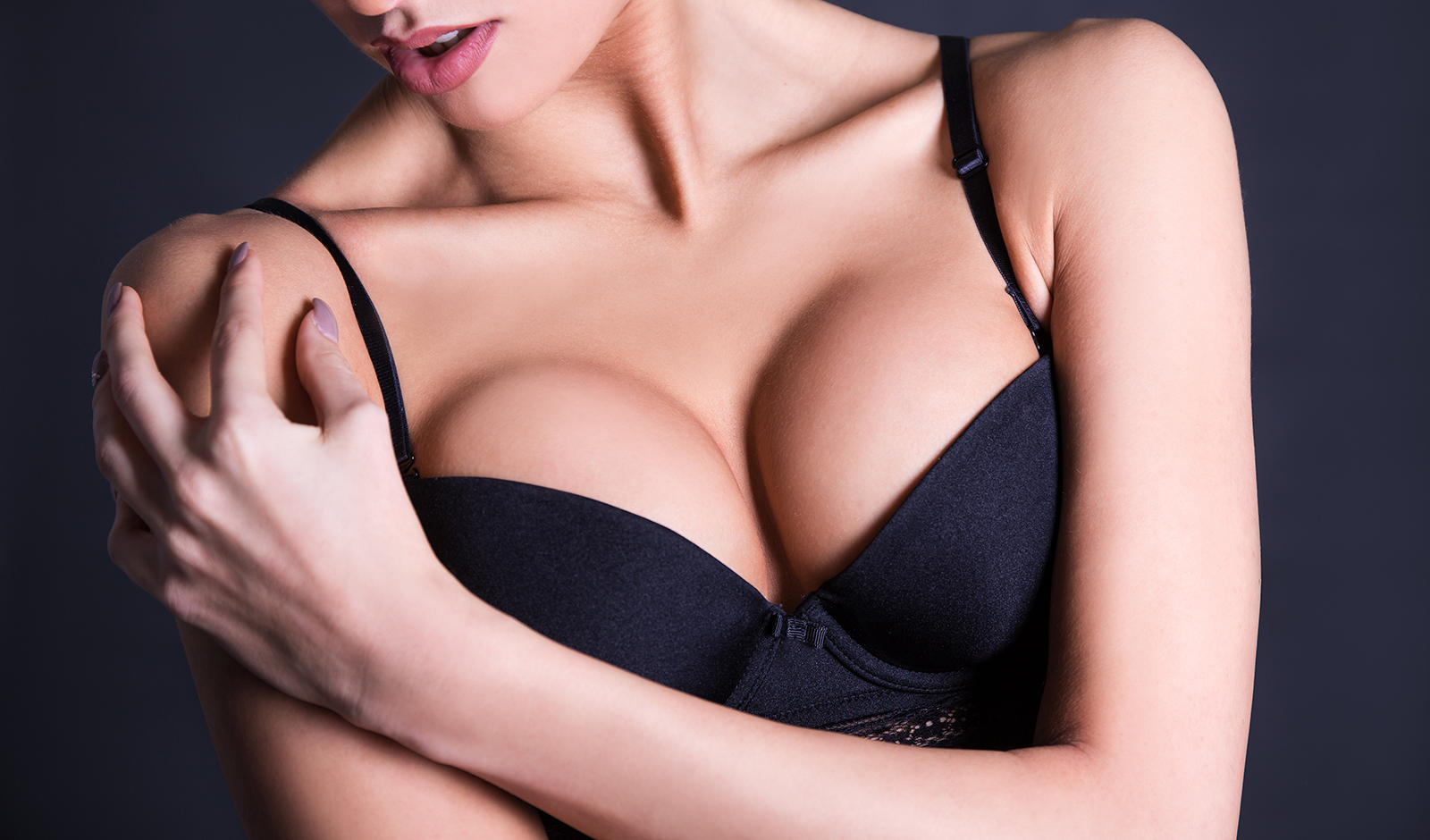 how-to-contour-boobs-for-insta-cleavage