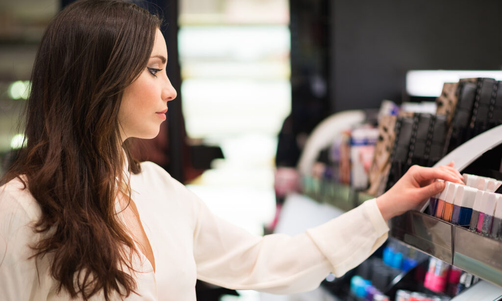 difference-between-vegan-and-cruelty-free-cosmetics-main-image-woman-shopping