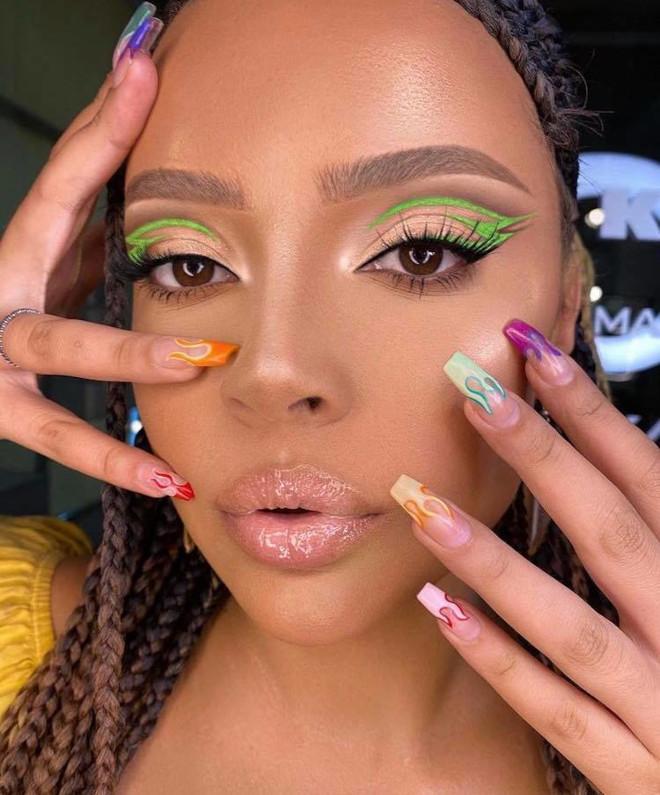 floating eyeliner makeup looks for fall 5