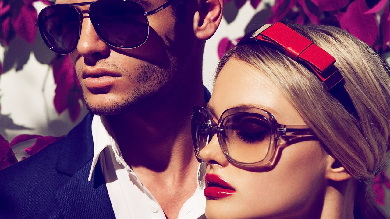 keeping-up-with-eyewear-trends-fashionable-couple-in-trendy-eyewear