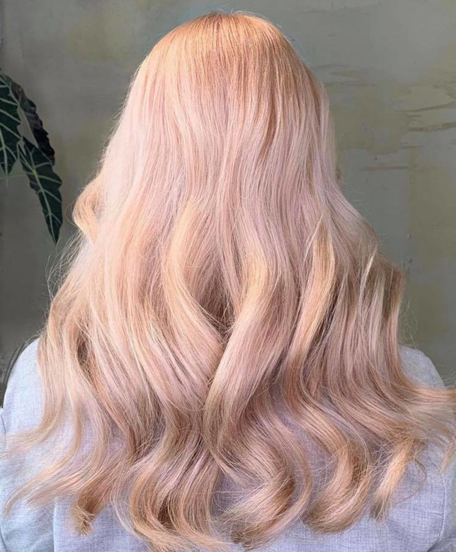 peachy blonde is the perfect light hair color for fall 2
