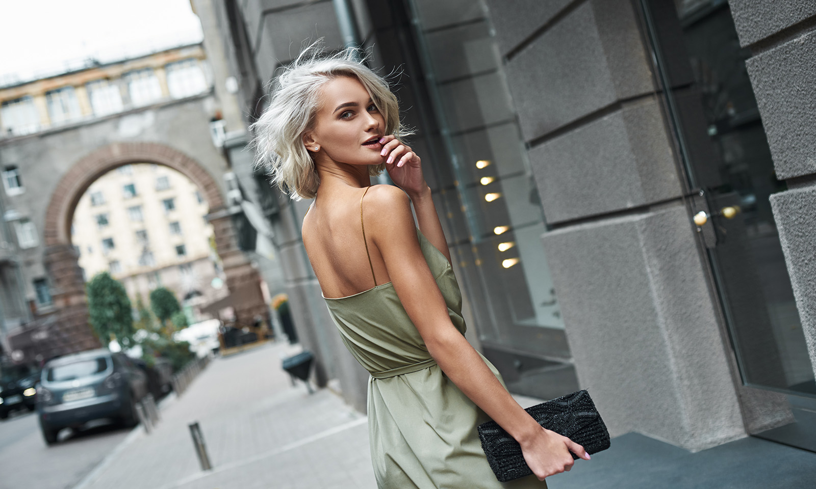 platinum-hair-is-it-for-you-platinum-haired-blonde-walking-on-street-fashionable