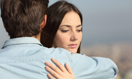 signs-youre-in-a-toxic-relationship-couple-hugging-reluctantly