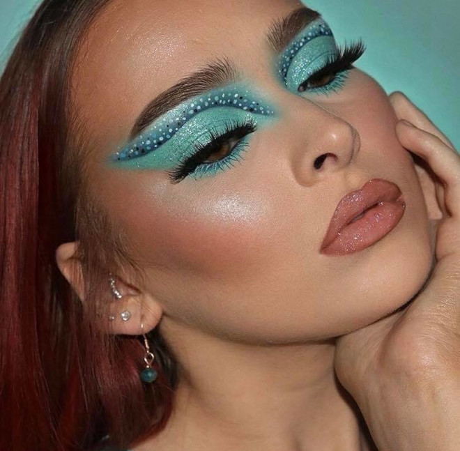 these dramatic eye makeup looks are perfect to pair with face masks 7