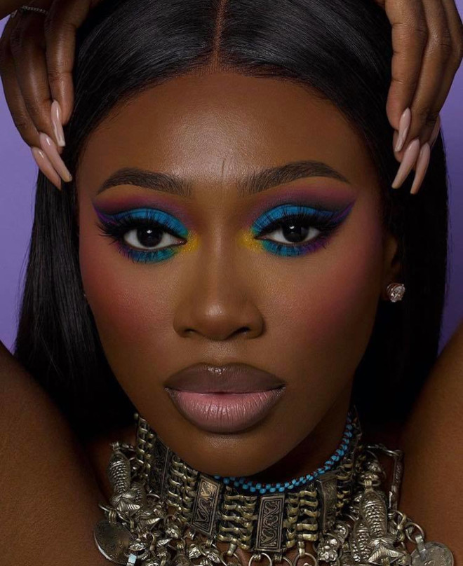 these dramatic eye makeup looks are perfect to pair with face masks 9