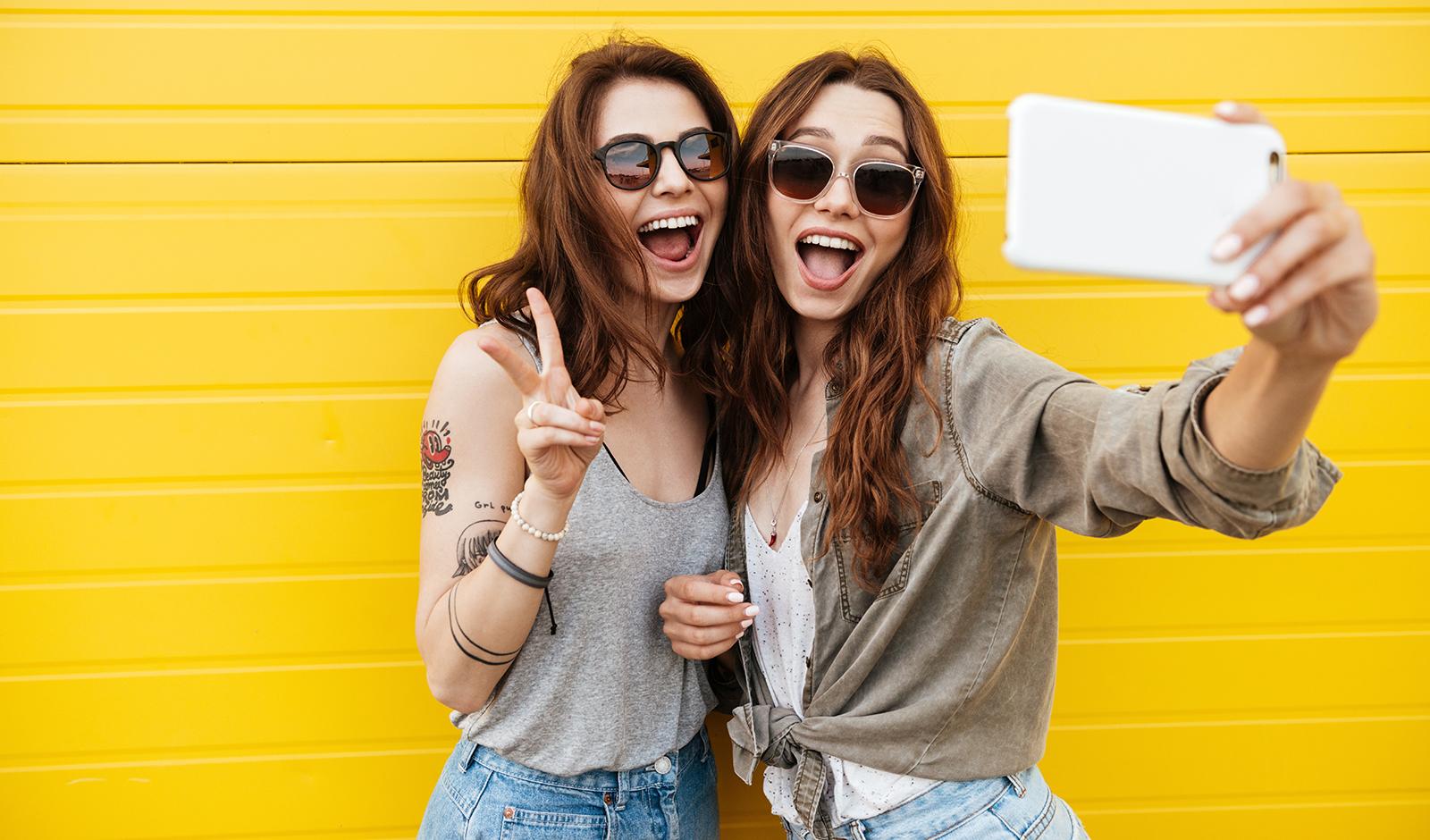 top-8-kratom-benefits-for-women-happy-women-taking-selfie
