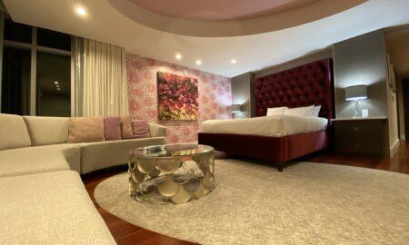 asheville-north-carolina-hyatt-place-bridal-suite-pink-room-main-image