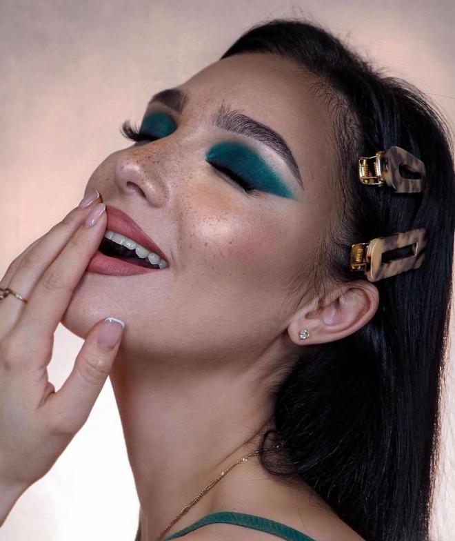 glamorous holiday makeup looks 1