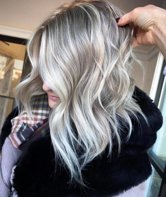 pantone's color of the year 2021 ultimate gray is expected to revive the silver hair trend 4