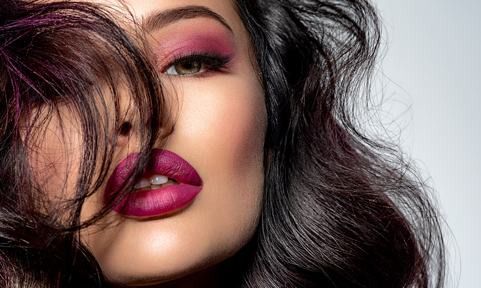 do-you-live-in-the-glam-world-or-real-world-main-image-woman-in-glam-makeup