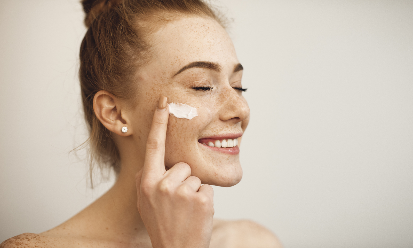 beauty-trends-ofo2-21-freckled-woman-applying-skin-cream
